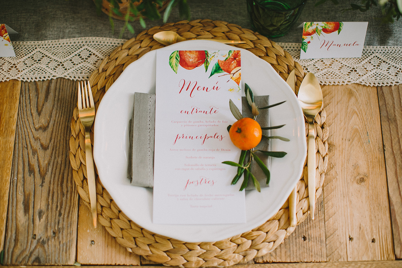 place settings with kumquats - photo by Paula G Furio https://ruffledblog.com/1920s-mediterranean-wedding-inspiration-in-valencia-spain