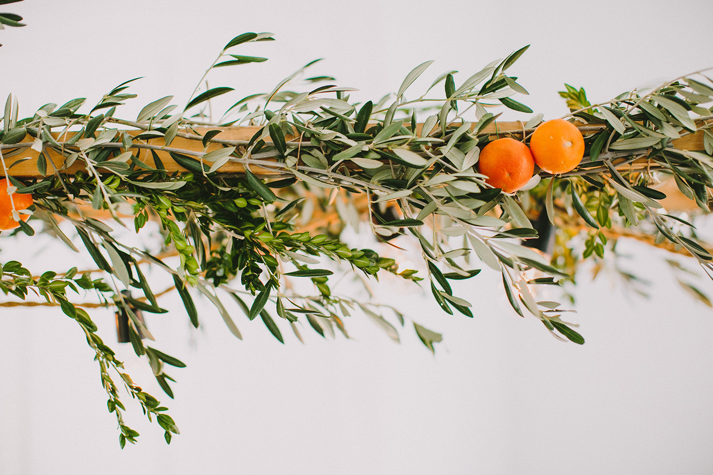 wedding garlands - photo by Paula G Furio http://ruffledblog.com/1920s-mediterranean-wedding-inspiration-in-valencia-spain