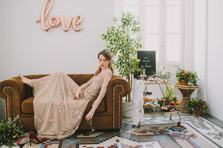 bridal inspiration - photo by Paula G Furio https://ruffledblog.com/1920s-mediterranean-wedding-inspiration-in-valencia-spain