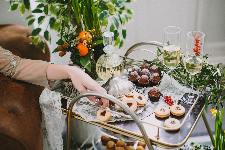 wedding inspiration - photo by Paula G Furio https://ruffledblog.com/1920s-mediterranean-wedding-inspiration-in-valencia-spain