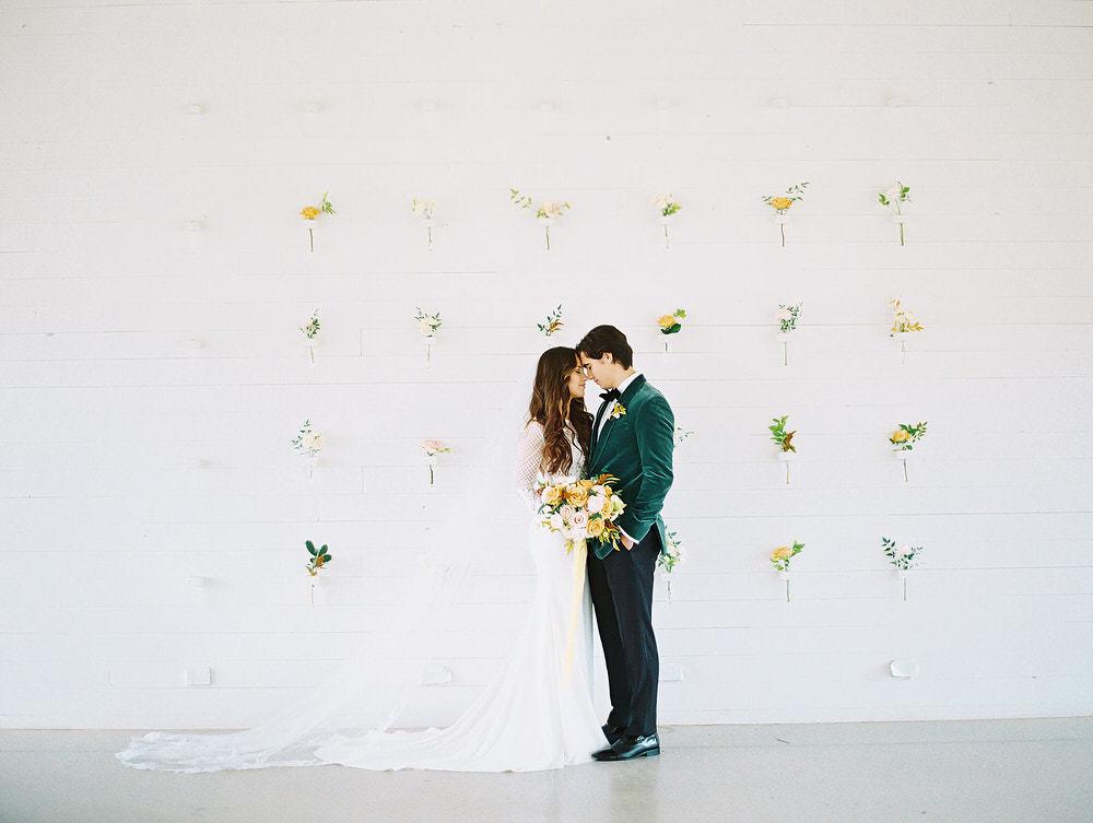 This Fine Art Wedding in Gold & Emerald is Sweet Like Honey ⋆ Ruffled