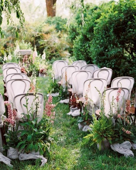 Trendspotting: 30 Wild, Wispy and Overgrown Wedding Flowers