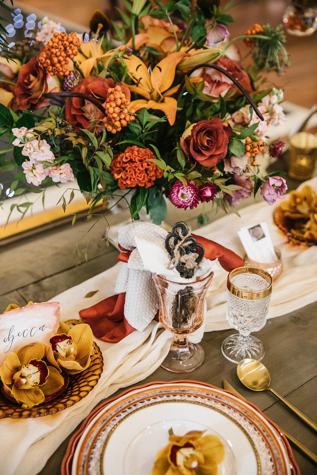 beautiful fall weddings with rust colors - https://ruffledblog.com/vibrant-atlanta-wedding-inspiration-with-rust-accents