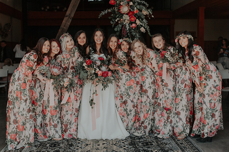 Backyard Bohemian wedding with macrame details #bohowedding #backyardwedding See more:  https://ruffledblog.com/backyard-bohemian-wedding