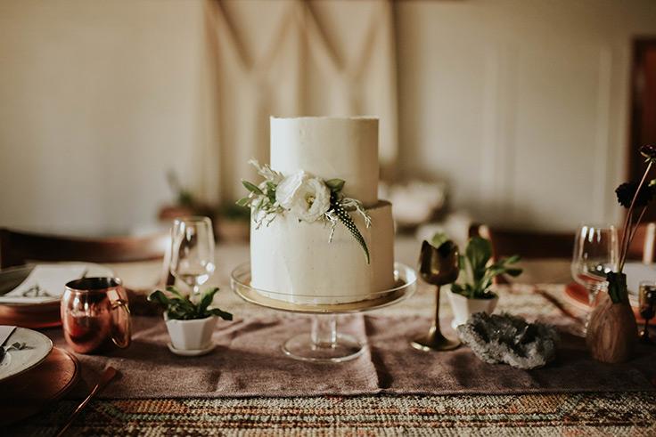 Boho and Global Vibes in this Wedding Shoot  https://ruffledblog.com/boh-global-wedding-table #wedingdecor #bohowedding