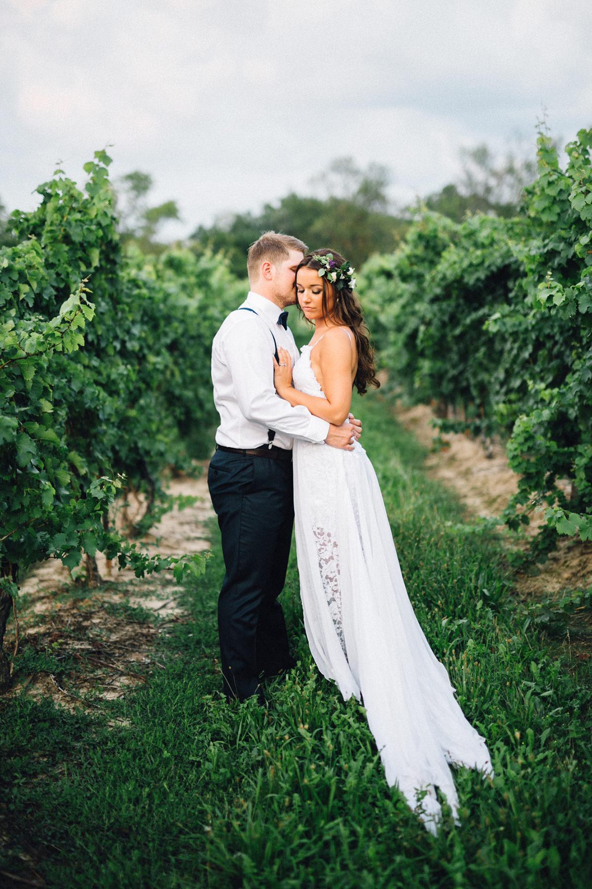 bride and groom photos - - https://ruffledblog.com/chic-niagara-on-the-lake-vineyard-wedding photo Simply Lace