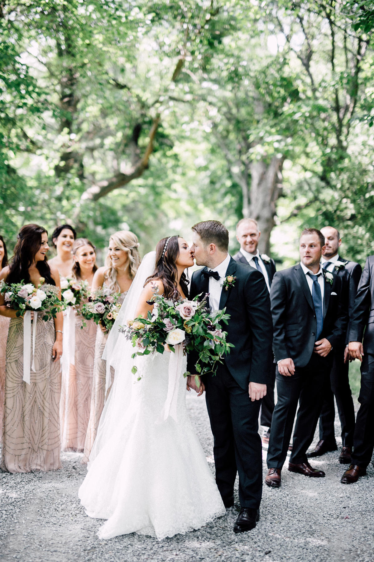 Niagara on the Lake wedding - https://ruffledblog.com/chic-niagara-on-the-lake-vineyard-wedding photo Simply Lace