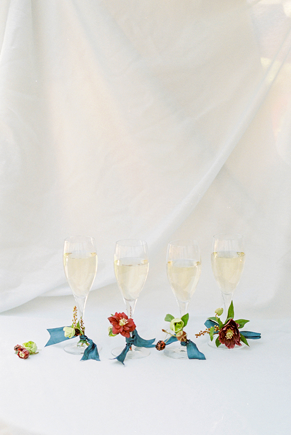 Al Fresco Table with Monogram Touches #entertaining #fall #stylingtips #tablescape #champagne