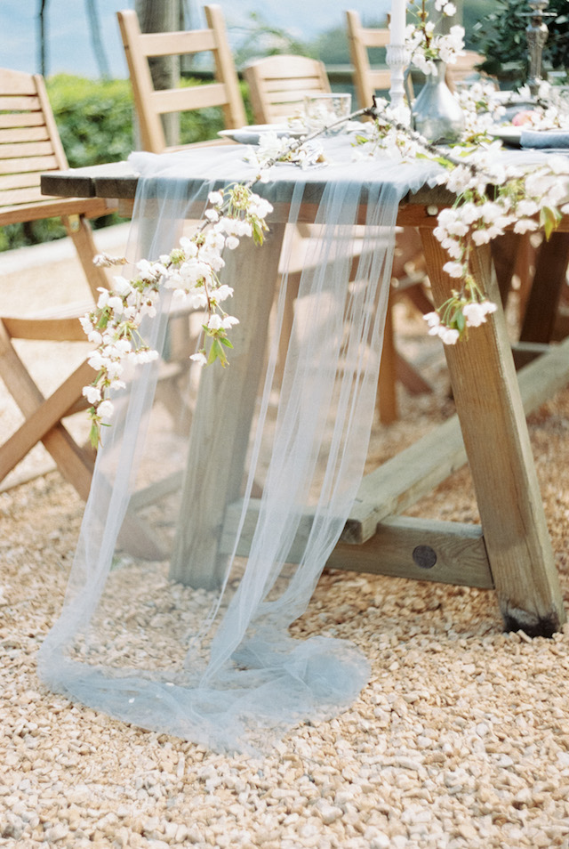 10 Trending Wedding Colors to Embrace Right Now - https://ruffledblog.com/10-trending-wedding-colors-to-embrace-right-now/ photo Svetlana Cozlitina