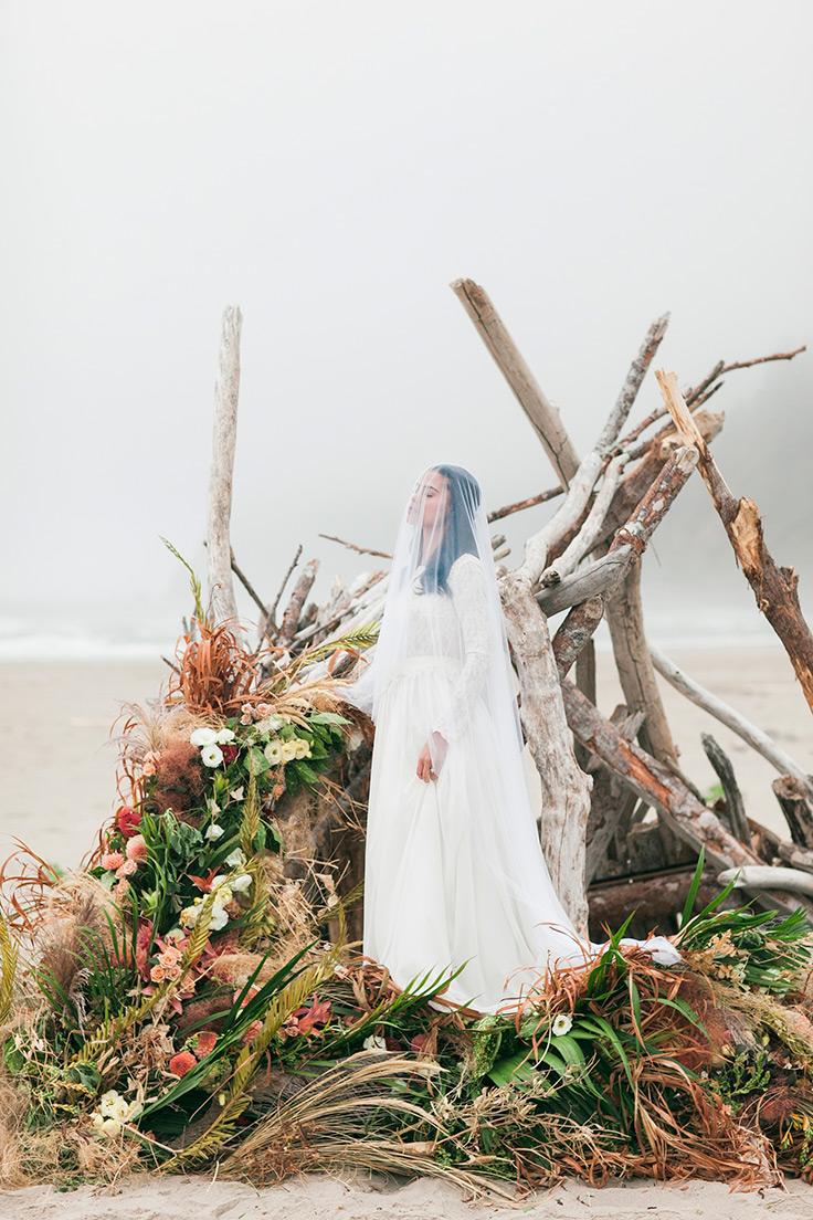 This coastal ceremony backdrop is to die for! #elopement #photographyworkshop #weddinginspo https://ruffledblog.com/oregon-elopement-coastal-elegance