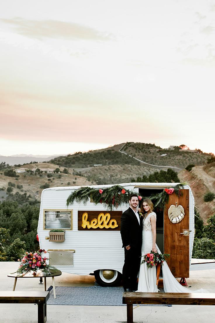 This California elopement is equal parts retro and tropical #vintage #bohowedding #tropicaldecor see more: https://ruffledblog.com/retro-tropics-inspired-elopement