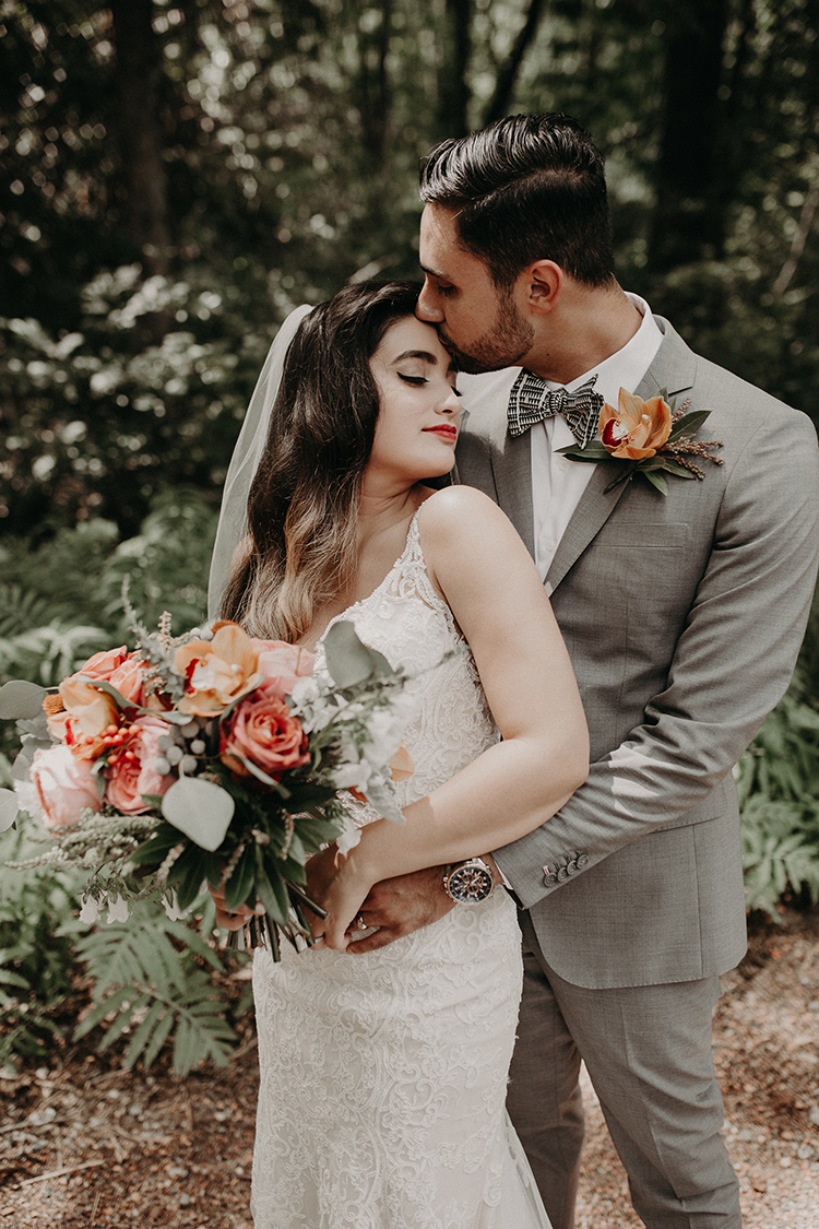 colorful wedding inspiration - https://ruffledblog.com/vibrant-atlanta-wedding-inspiration-with-rust-accents
