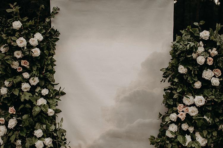 photo wedding backdrop with clouds - https://ruffledblog.com/vibrant-atlanta-wedding-inspiration-with-rust-accents