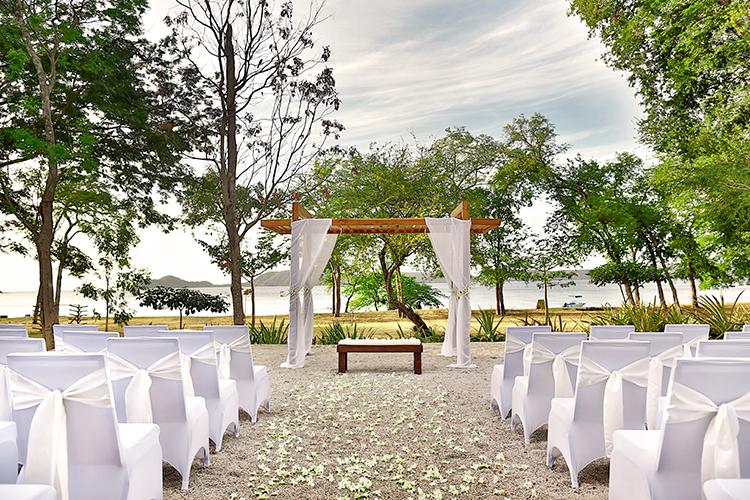 Get the Costa Rica Destination Wedding of Your Dreams with El Mangroove - http://ruffledblog.com/get-the-costa-rica-destination-wedding-of-your-dreams-with-el-mangroove
