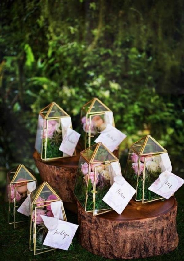 wedding favors in geometric cages - photo by Alicia Thurston Photography http://ruffledblog.com/40-eye-catching-geometric-wedding-ideas