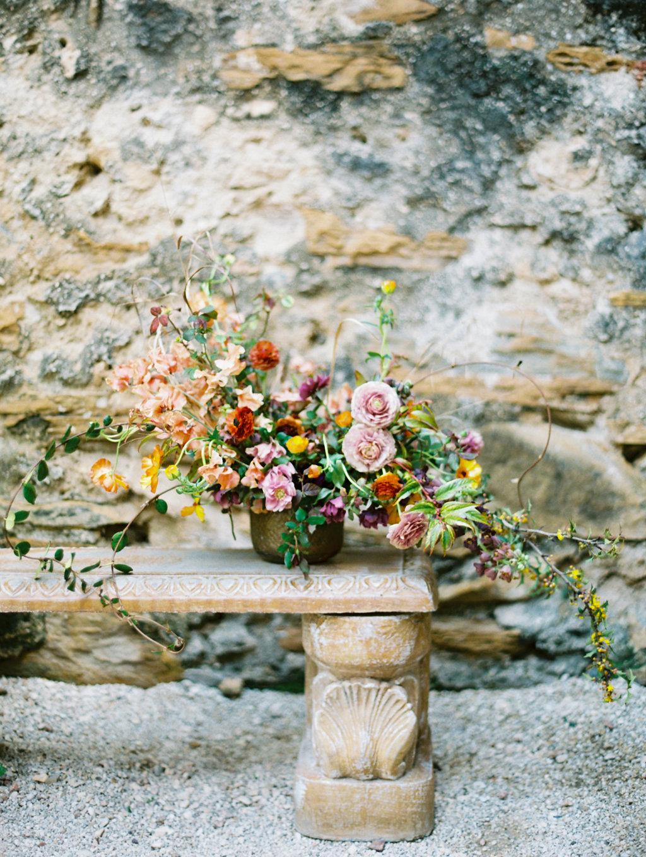 romantic wedding flowers - photo by Charla Storey https://ruffledblog.com/architectural-san-antonio-mission-wedding-inspiration
