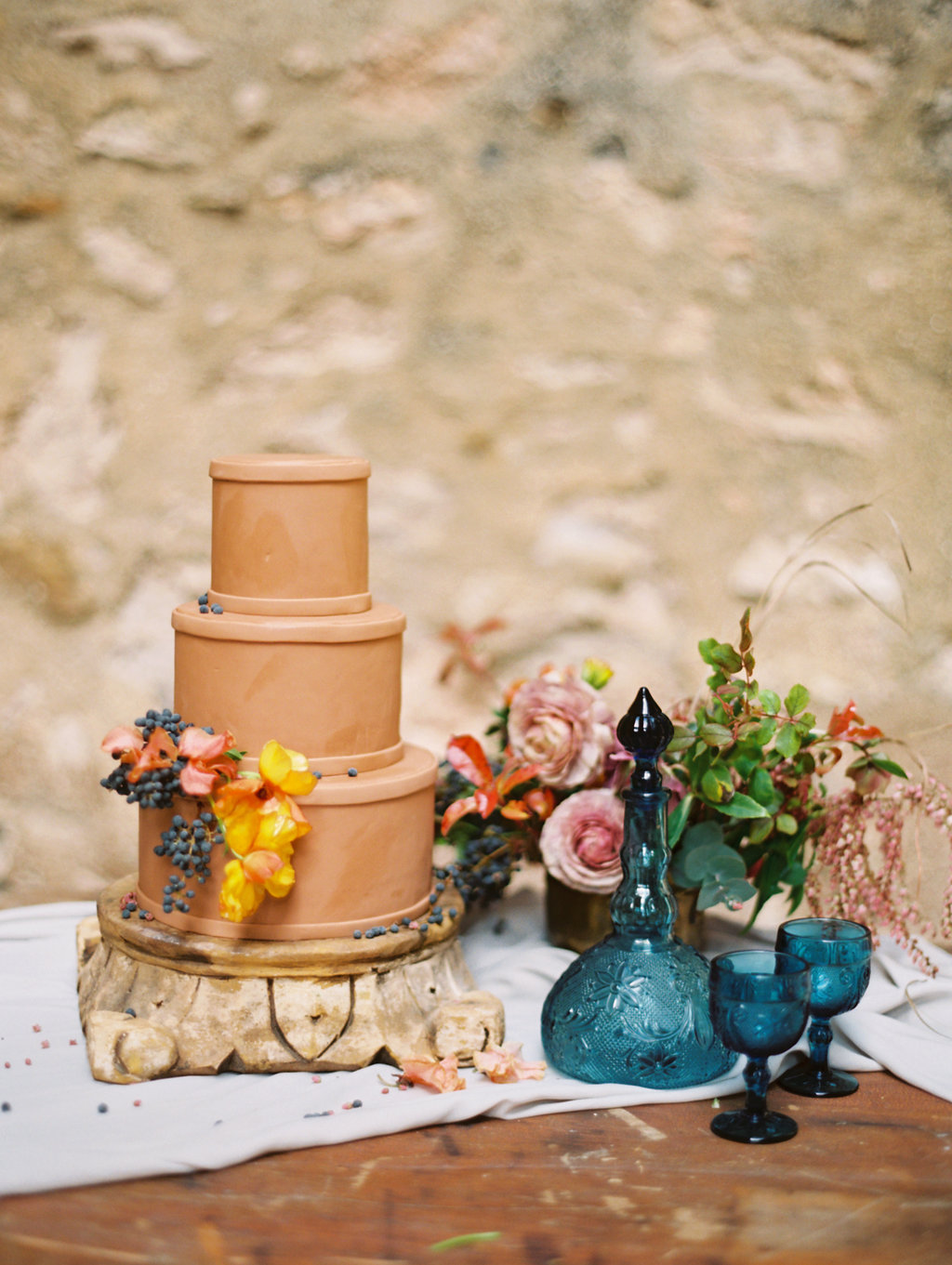 chocolate wedding cakes - photo by Charla Storey https://ruffledblog.com/architectural-san-antonio-mission-wedding-inspiration