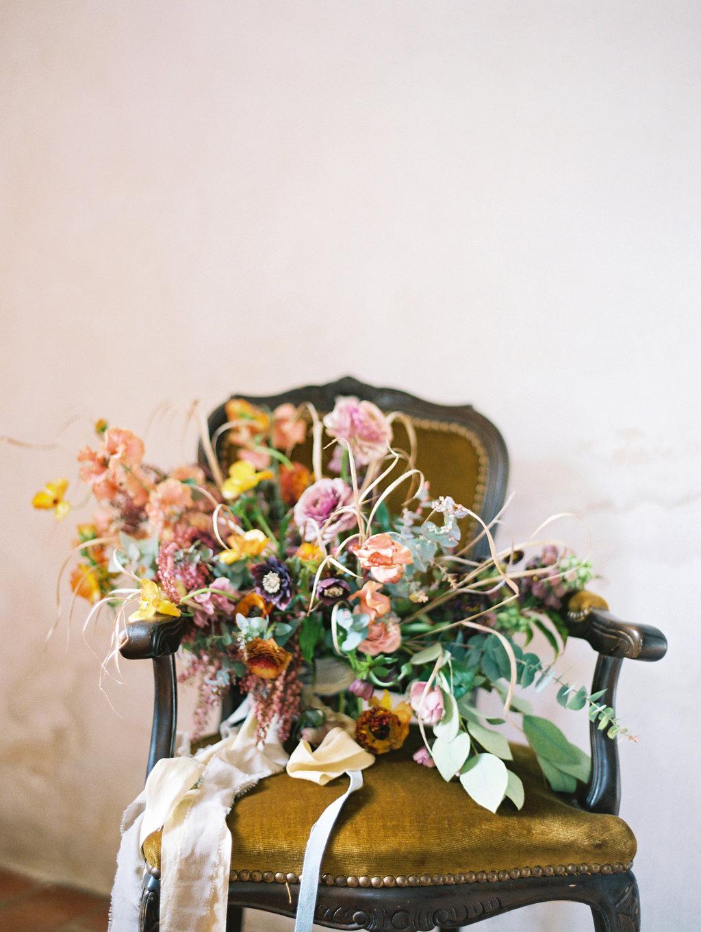 wild lush bouquets - photo by Charla Storey https://ruffledblog.com/architectural-san-antonio-mission-wedding-inspiration
