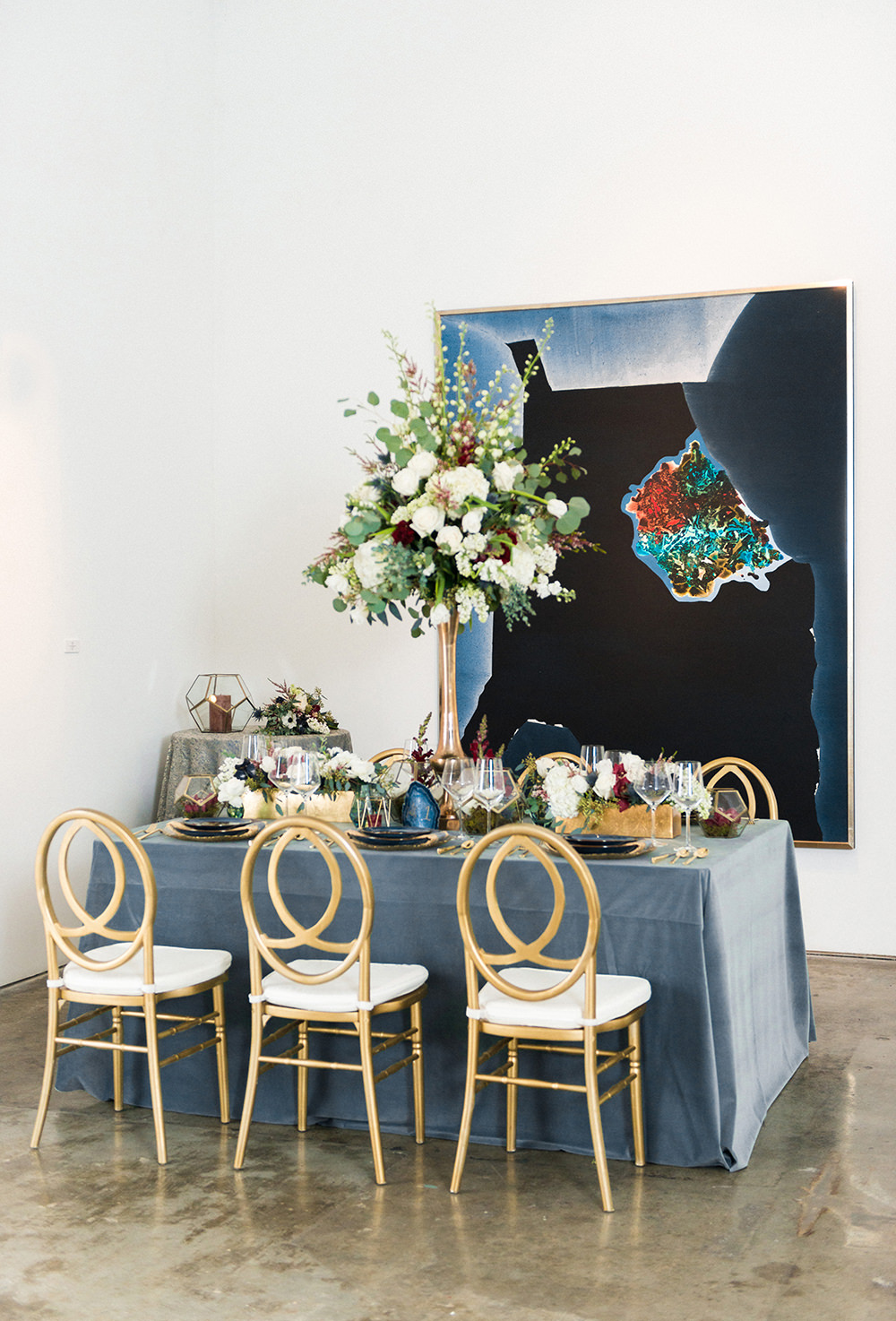 Art Gallery Inspired Wedding Shoot with Agate - https://ruffledblog.com/art-gallery-inspired-wedding-shoot-with-agate