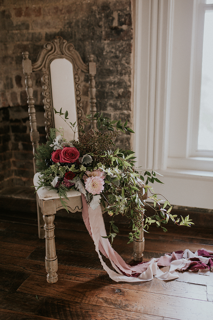 wedding flowers - https://ruffledblog.com/artist-inspired-wedding-ideas-with-oxblood-and-navy