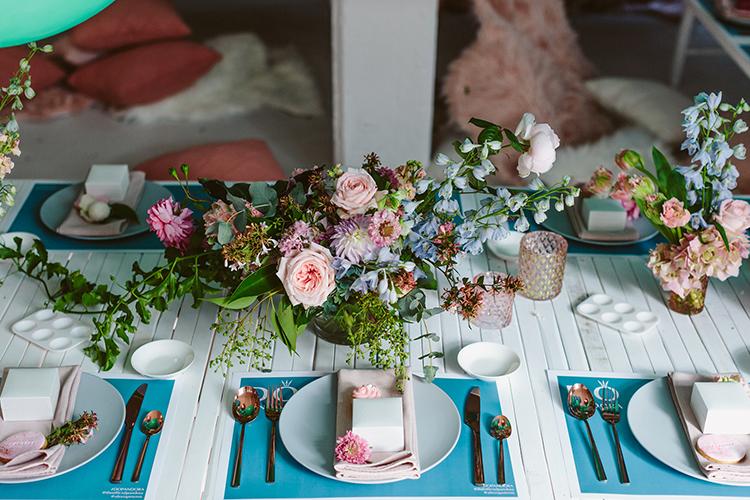 wedding tablescapes - photo by Beck Rocchi https://ruffledblog.com/balloon-filled-party-inspiration-at-a-pandora-brunch