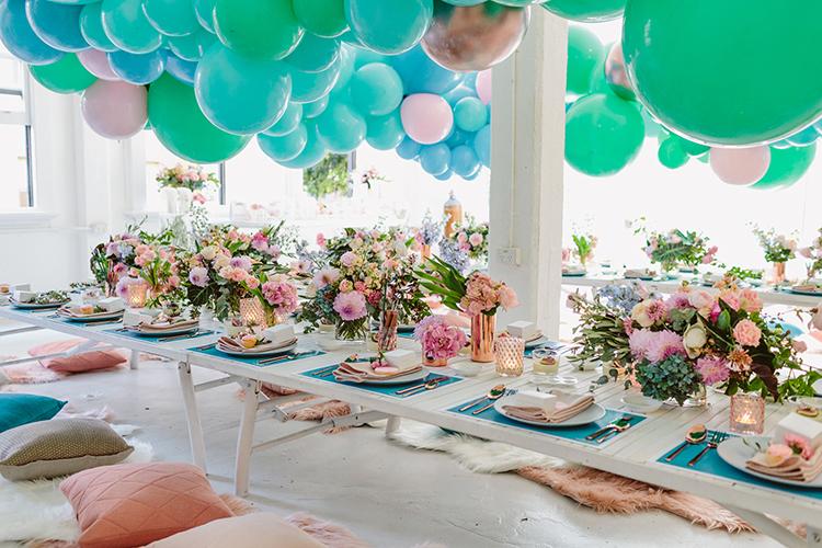 balloon filled wedding ideas - photo by Beck Rocchi https://ruffledblog.com/balloon-filled-party-inspiration-at-a-pandora-brunch