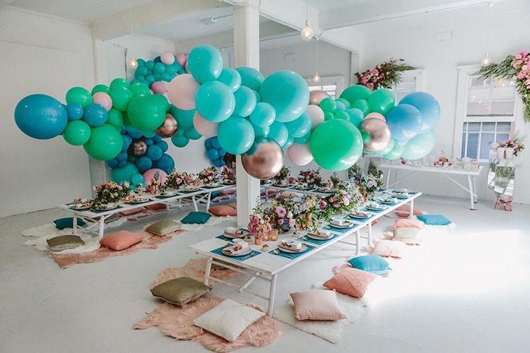balloon wedding ideas - photo by Beck Rocchi https://ruffledblog.com/balloon-filled-party-inspiration-at-a-pandora-brunch