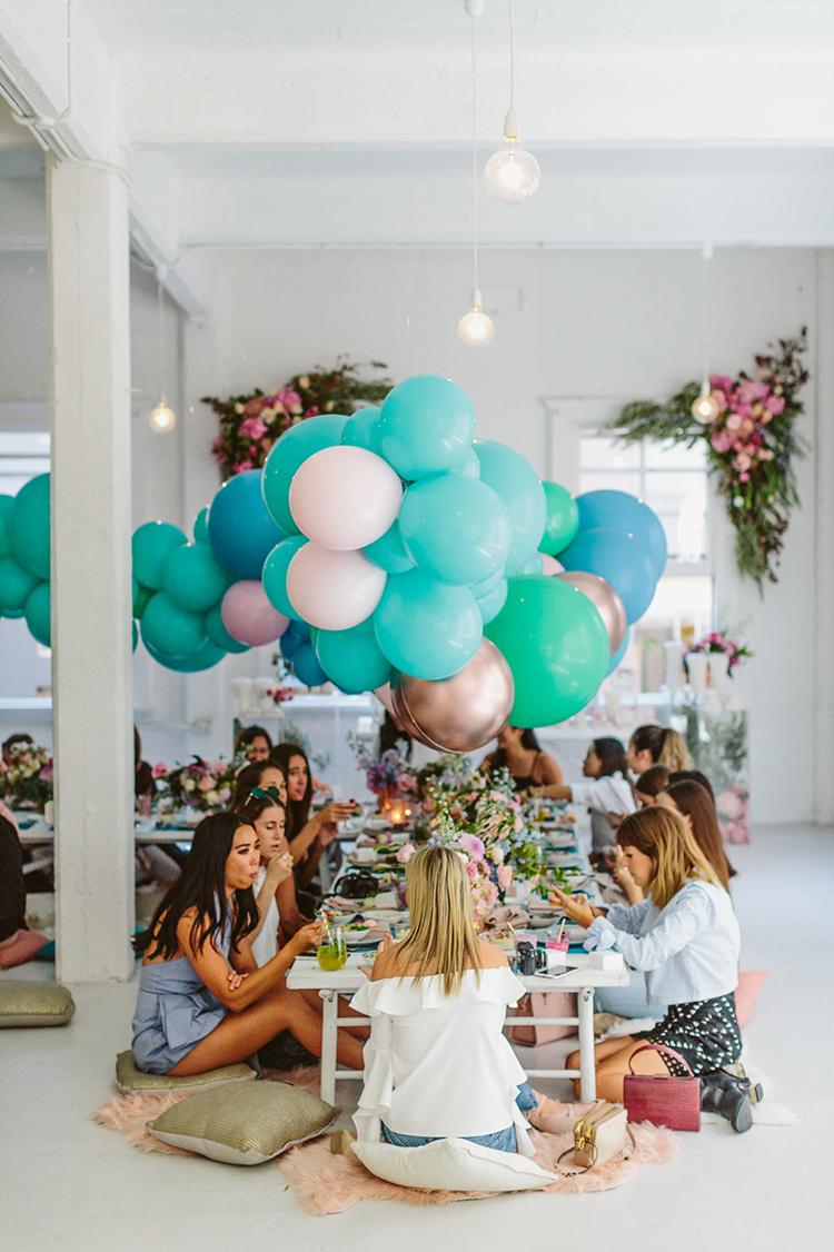 balloon party ideas - photo by Beck Rocchi https://ruffledblog.com/balloon-filled-party-inspiration-at-a-pandora-brunch