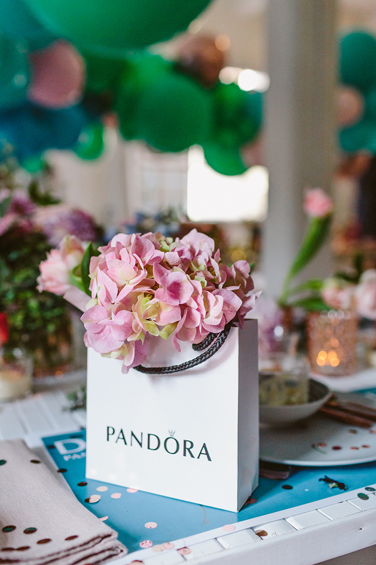 party favor bags - photo by Beck Rocchi https://ruffledblog.com/balloon-filled-party-inspiration-at-a-pandora-brunch