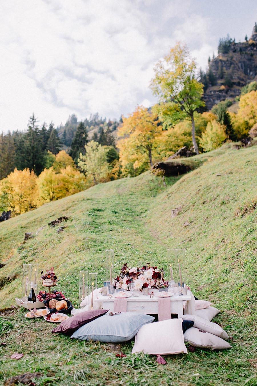 An Autumn Elopement in the Swiss Alps #destinationweddings #elopementinspiration #autumntablescapeideas