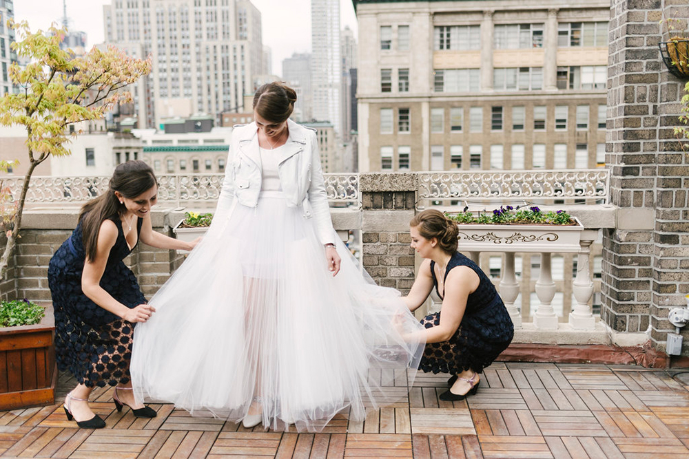 Modern + Urban NYC Wedding Inspiration - photo by Alicia King Photography http://ruffledblog.com/modern-urban-nyc-wedding-inspiration