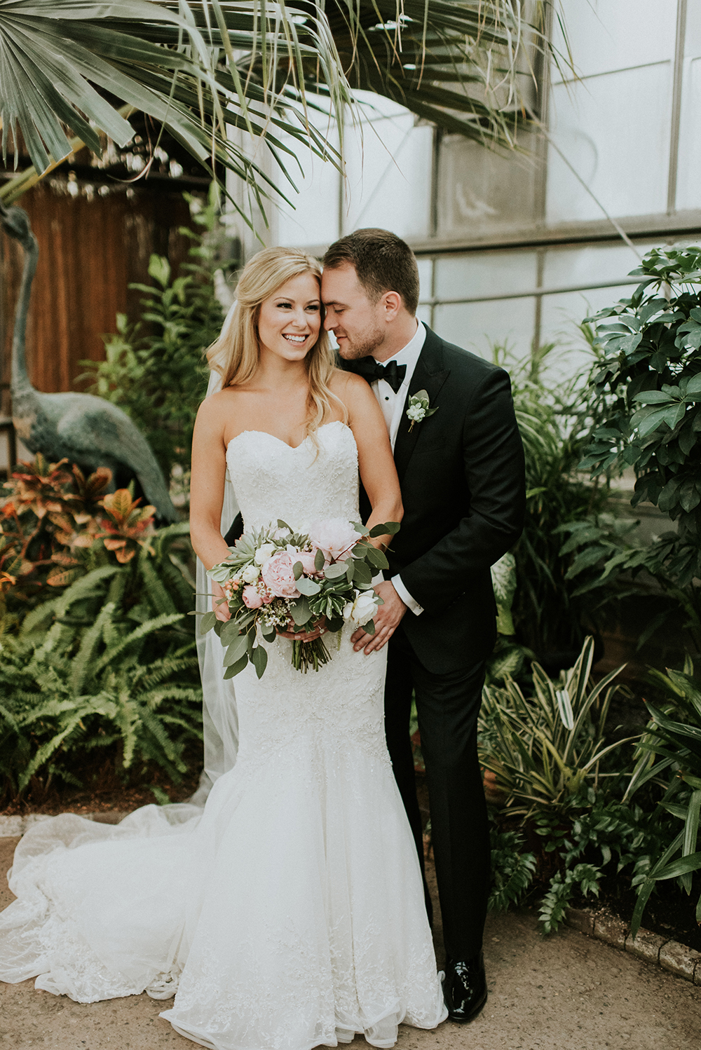 Black Tie Philadelphia Wedding with a Boho Twist - photo by M2 Photography http://ruffledblog.com/black-tie-philadelphia-wedding-with-a-boho-twist