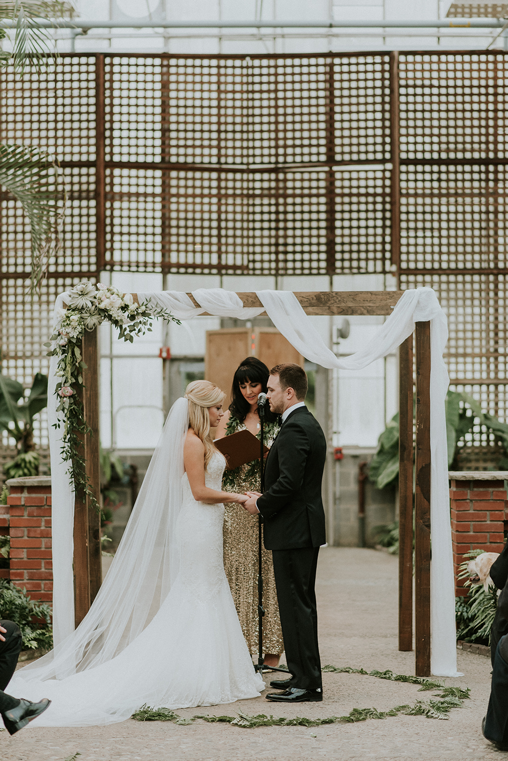 wedding ceremonies - photo by M2 Photography https://ruffledblog.com/black-tie-philadelphia-wedding-with-a-boho-twist