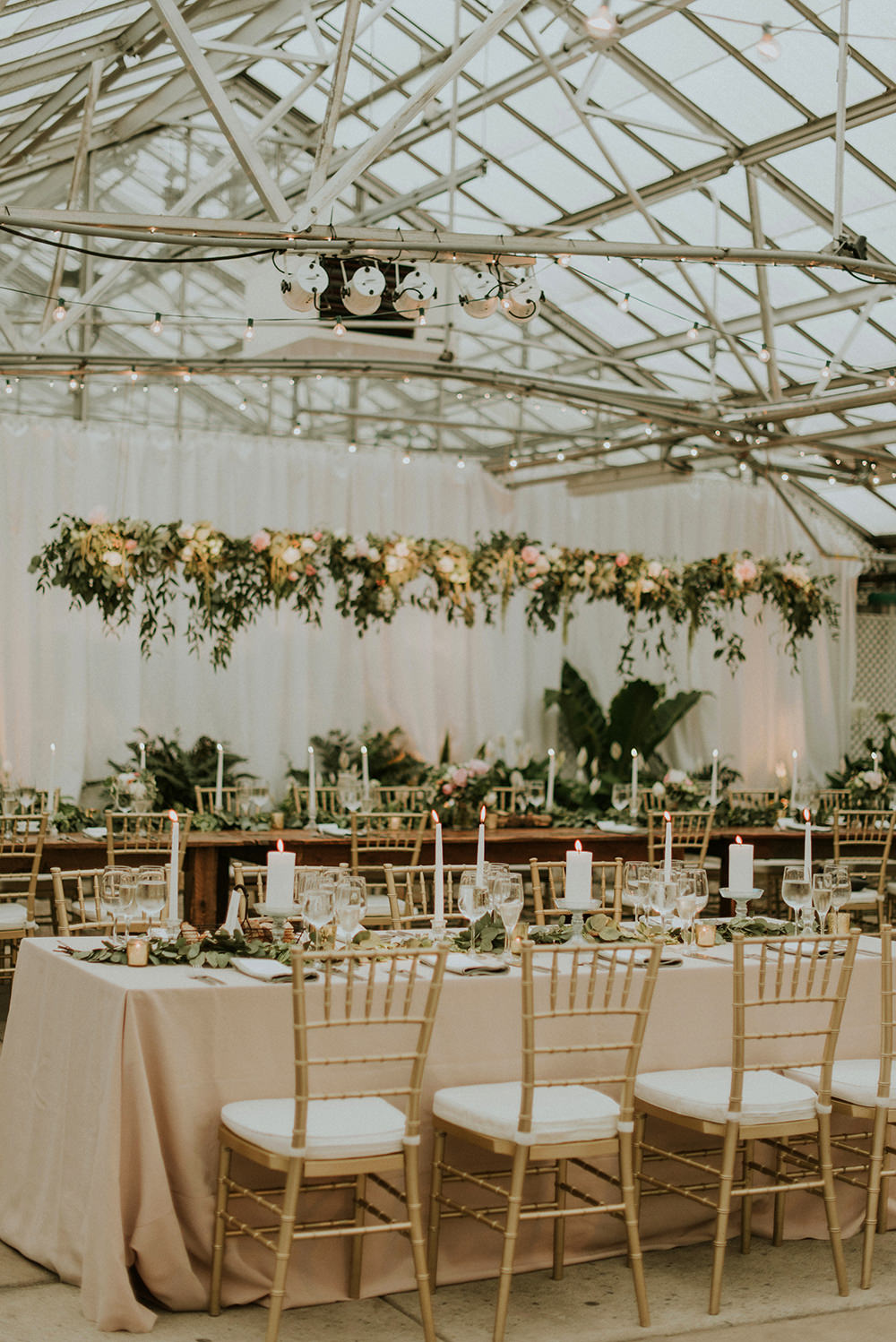 wedding tables - photo by M2 Photography https://ruffledblog.com/black-tie-philadelphia-wedding-with-a-boho-twist