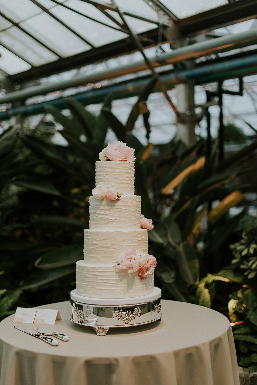 wedding cakes - photo by M2 Photography http://ruffledblog.com/black-tie-philadelphia-wedding-with-a-boho-twist