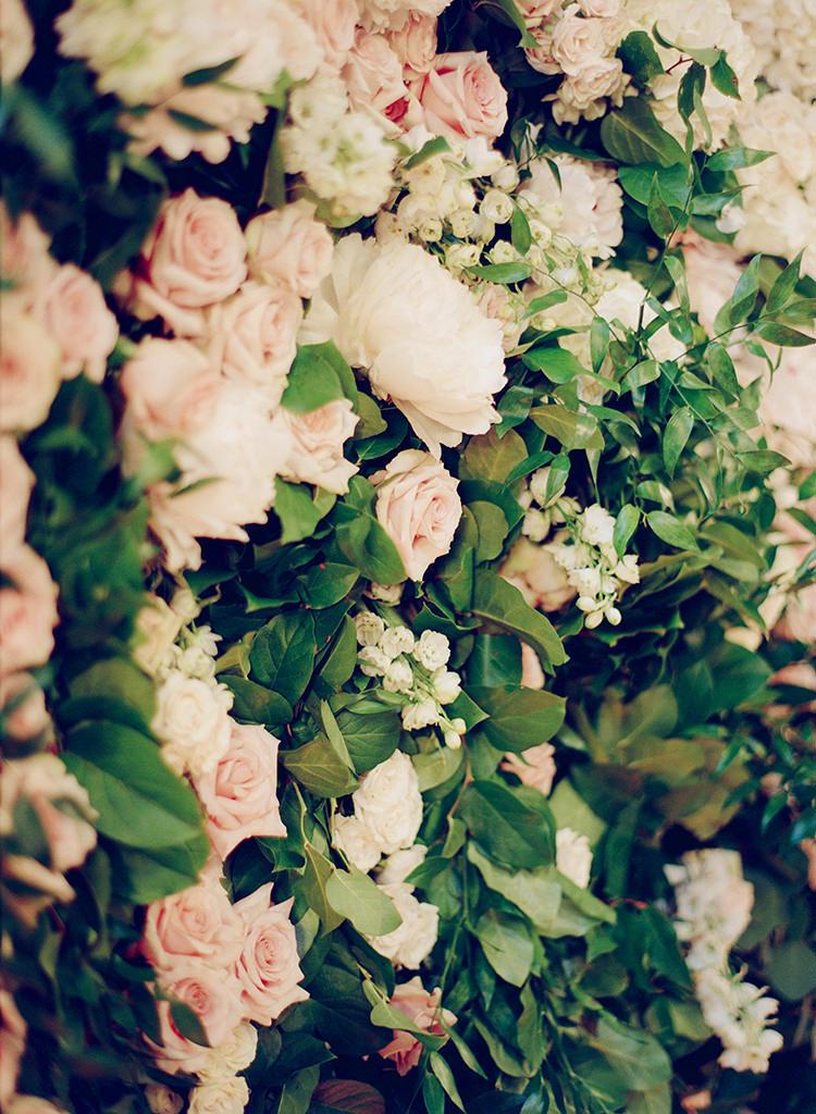 romantic floral walls - photo by Lisa Blume Photography https://ruffledblog.com/black-tie-washington-dc-wedding-with-a-floral-wall
