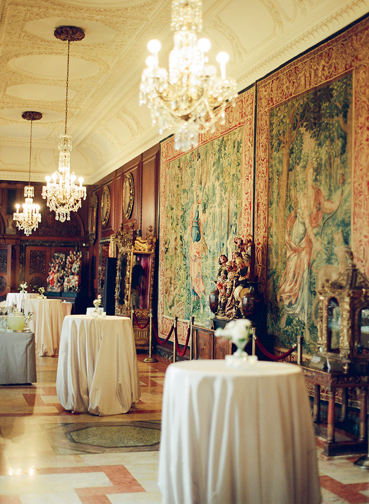 elegant Washington DC wedding venues - photo by Lisa Blume Photography https://ruffledblog.com/black-tie-washington-dc-wedding-with-a-floral-wall