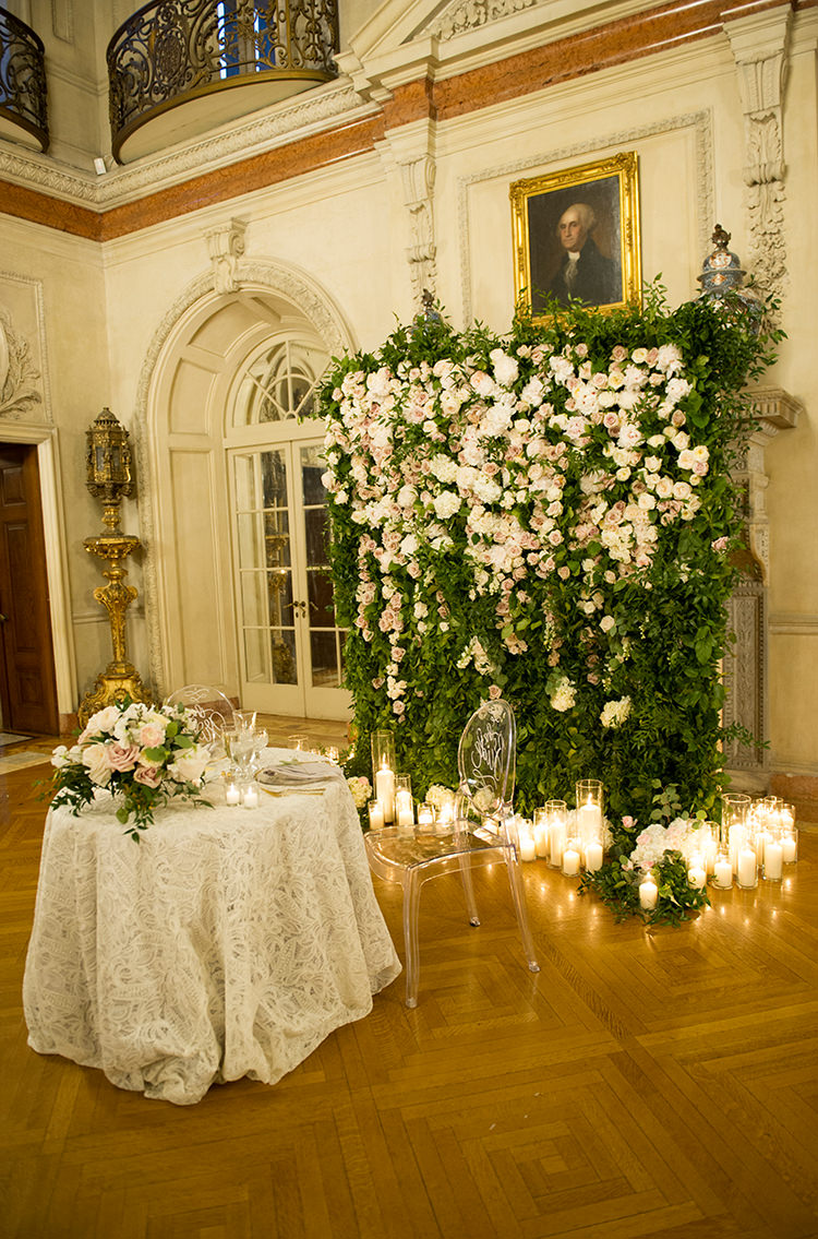 floral walls at weddings - photo by Lisa Blume Photography http://ruffledblog.com/black-tie-washington-dc-wedding-with-a-floral-wall