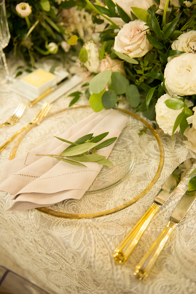 pink and gold tablescapes - photo by Lisa Blume Photography https://ruffledblog.com/black-tie-washington-dc-wedding-with-a-floral-wall