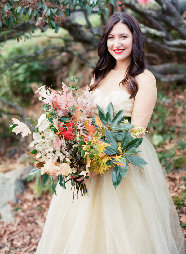 wild autumn bouquet - photo by Tulle and Grace https://ruffledblog.com/blue-ridge-mountain-anniversary-session