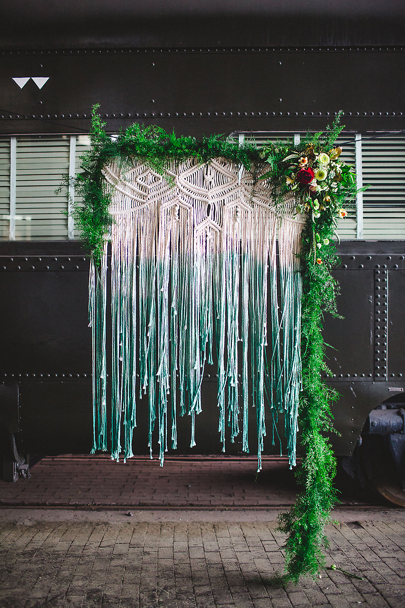 bohemian wedding decor - photo by Izzy Hudgins Photography https://ruffledblog.com/bohemian-georgia-state-railroad-museum-wedding