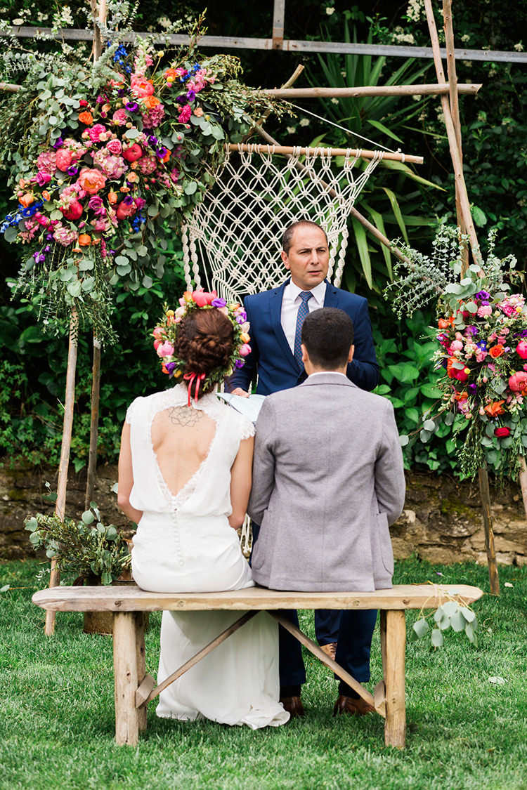 bohemian wedding ceremony - photo by Passionate https://ruffledblog.com/bohemian-wedding-in-portugal-with-bright-flowers-everywhere