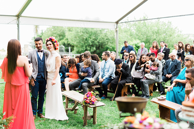 wedding ceremonies - photo by Passionate https://ruffledblog.com/bohemian-wedding-in-portugal-with-bright-flowers-everywhere