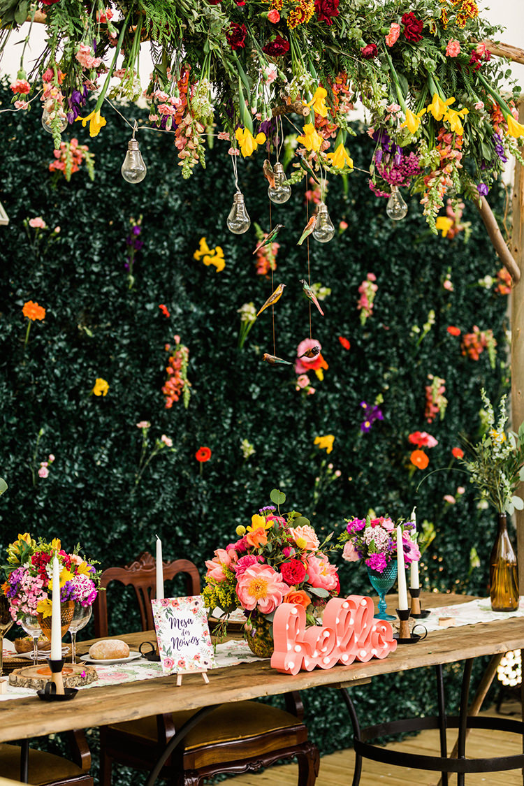 unique sweetheart table decor - photo by Passionate http://ruffledblog.com/bohemian-wedding-in-portugal-with-bright-flowers-everywhere