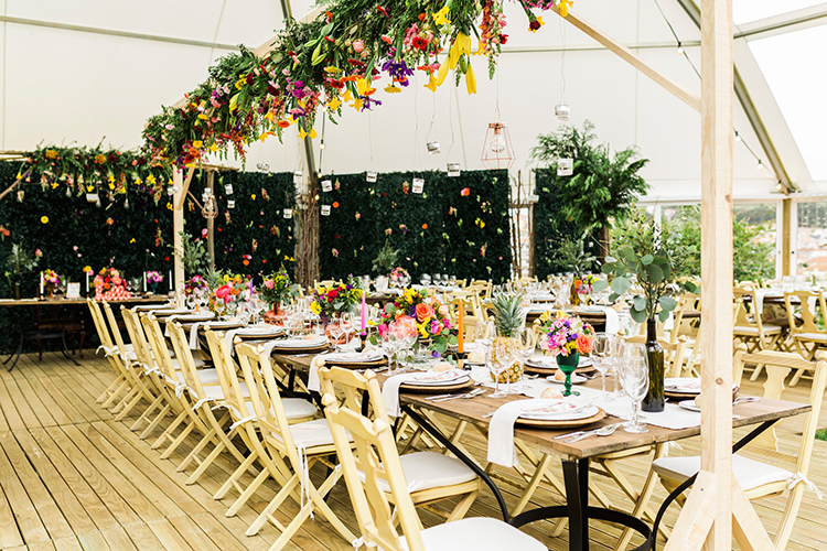 wedding receptions - photo by Passionate https://ruffledblog.com/bohemian-wedding-in-portugal-with-bright-flowers-everywhere