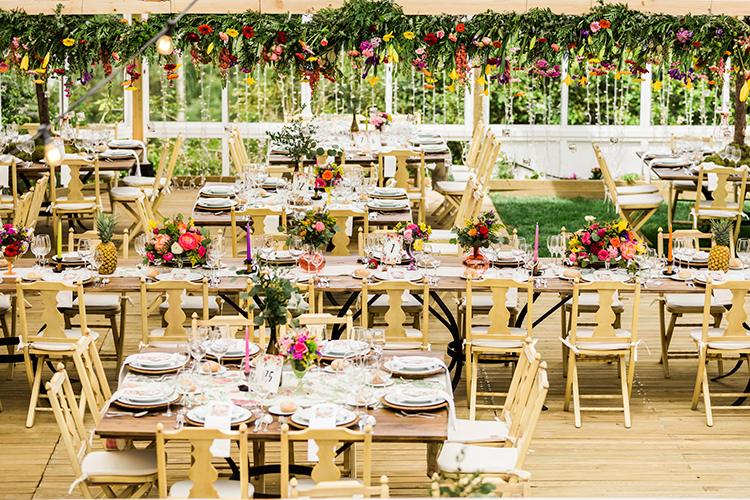 modern wedding receptions - photo by Passionate https://ruffledblog.com/bohemian-wedding-in-portugal-with-bright-flowers-everywhere