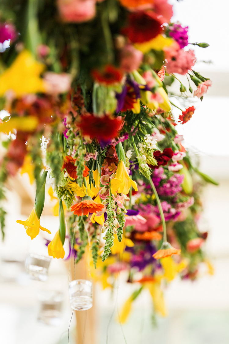 upside down hanging wedding flowers - photo by Passionate https://ruffledblog.com/bohemian-wedding-in-portugal-with-bright-flowers-everywhere