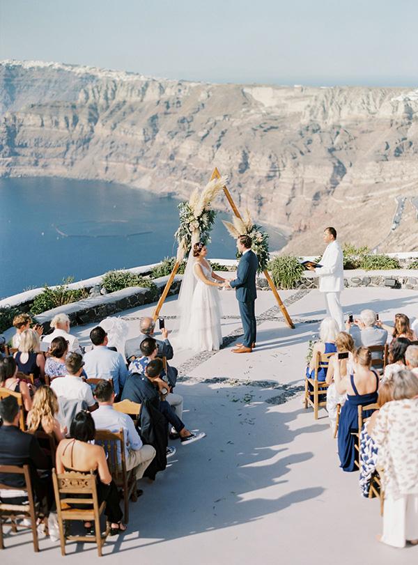This Santorini Wedding is the Definition of #PursuePretty #destinationweddings #greekwedding #outdoorweddingbackdrops