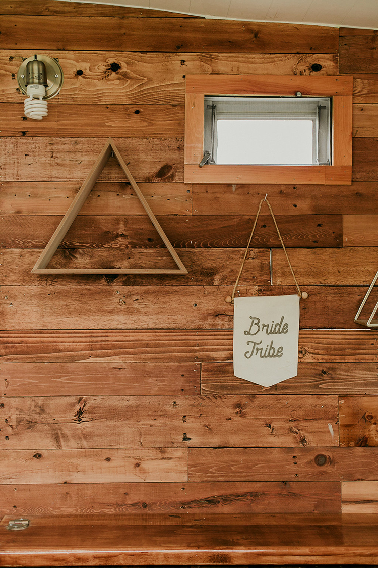 simple modern wedding details - photo by Sarah White Photography https://ruffledblog.com/boho-bridal-shower-inspiration-for-your-bride-tribe