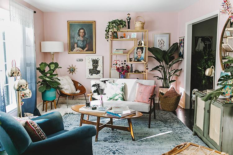 Using Millennial Pink Walls #millennialpink #boho #homedecor see more: https://ruffledblog.com/millennial-pink-wall-boho-room/